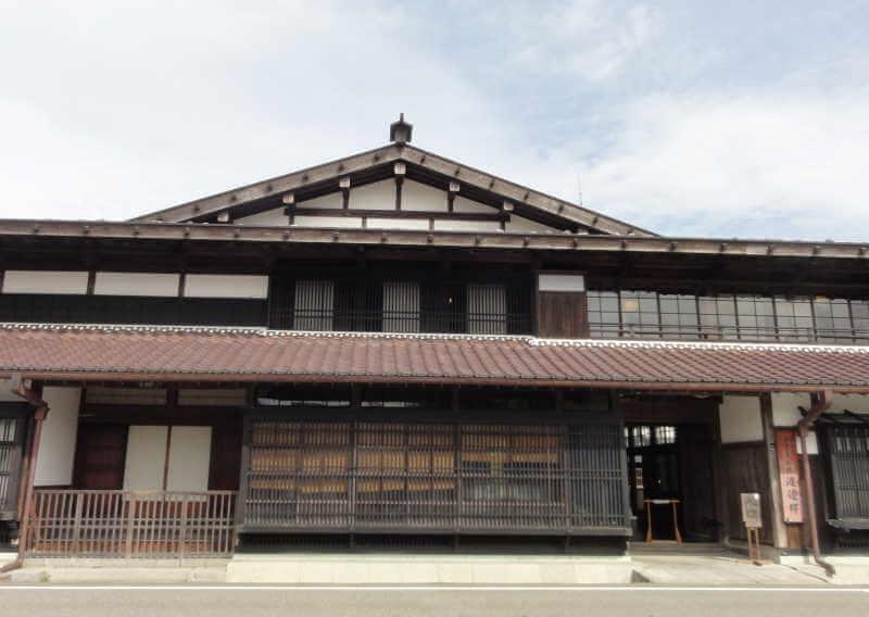 新潟県関川村の渡邊邸の外部写真